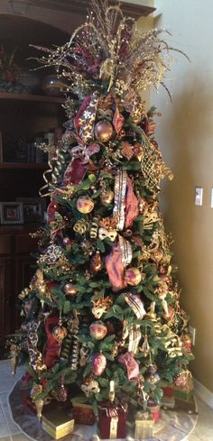 Christmas tree in brown, copper, gold and bronze.