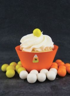 Candy Corn Cupcakes! Dress up store bought cupcakes. Easy on your wallet and no baking mess! #DIY #Halloween
