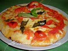PIZZA NAPOLETANA - Qui la #ricetta #BlogGz: http://blog.giallozafferano.it/lacucinadiannama/pizza-napoletana-ricetta-evento-giallo-zafferano/ #GialloZafferano #pizza