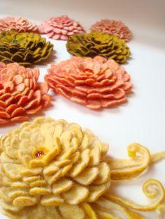PDF Tutorial Felted wool flower in English. $7.60, via Etsy.