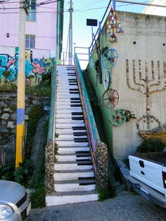 chile, stairs, stairway, street art utopia, the piano, piano keys, hous, pianos, streetart