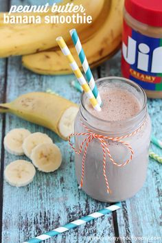 Peanut Butter Banana Smoothie | that great combo of peanut butter & bananas blended together in smoothie form. PLUS a Blendtec blender giveaway!!