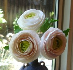 Gumpaste Ranunculus. no tutorial but good to look if trying one