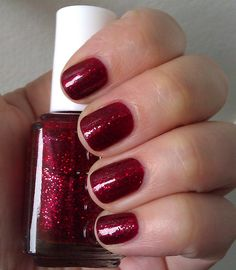 My Christmas Mani - Essie Leading Lady! This is making me feel very festive :)