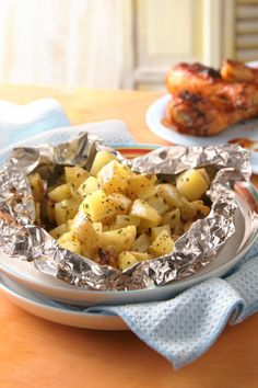Grilled cheesy garlic potatoes are ready to eat in 30 min!
