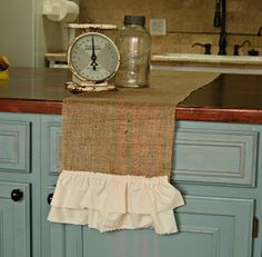 love this burlap table runner...