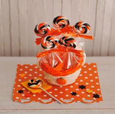 Miniature Halloween Swirl Lollipops