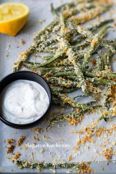 Green beans from the oven. With garlic yogurt sauce.