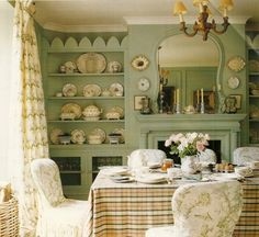 Country-chic breakfast room