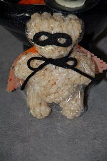 Homemade Rice Krispie Treat Bear #Homemade #Halloween #RiceKrispies #RiceKrispieTreats #Bears #Snacks #KidFoods