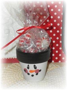 cute little clay pot snowman Christmas Crafts, Clays Pots, Christmas Candy, Pots Crafts, Christmas Candies, Christmas Ideas, Christmas Gift, Country Snowman, Candies Favors