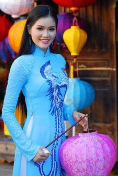 Người đẹp e ấp với áo dài nơi phố cổ,  Võ Thị Lệ Thu, Kiên Giang