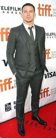 *faints* Channing Tatum looked so suave in a pinstriped, three-piece gray suit at the Foxcatcher premiere.