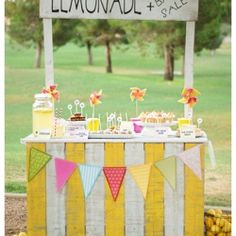A Vintage inspired DIY lemonade stand!