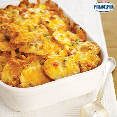 Peas, red potatoes, smoked ham, and lots of cheese makes this Easy Cheesy Scalloped Potatoes casserole one that will disappear quickly on Thanksgiving!