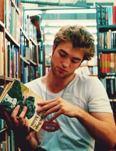 There's nothing sexier than a man who reads..<3<3<3