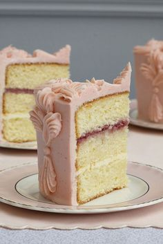 layer sponge cake with buttercream #pink #romantic #camillestyles