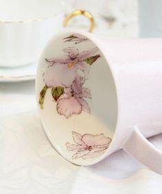 Orquídeas canetadas e pintadas em pink . Aprecio bastante esta decoração interna nas peças!