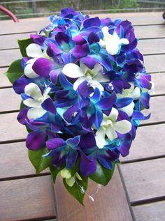 Ramo de Novia en tonos azul, morado y turquesa. www.egovolo.com