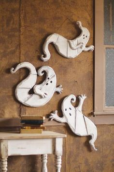 clay, idea, craft, wooden ghost, fall, ghosts, holiday decor, halloween, wooden walls