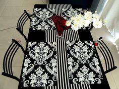 Individuales y camino de mesa en blanco y negro