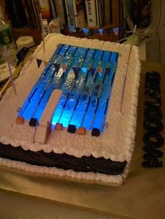 Does this pool (cake) have a pool light? Love it!