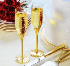 Gold Parisian Romance Toasting Glasses #theweddingoultet