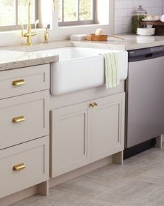 Update your kitchen with a striking focal point. Apron front sinks have a farmhouse style that add character and look great in traditional or contemporary kitchens.