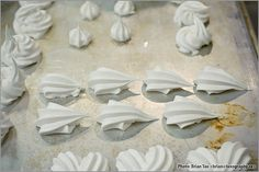 Baking Arts @ GBC 15 - Cake masking and piping by luxography, via Flickr