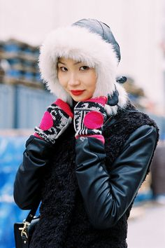 in for the close up on that hood + gloves...Li Ming #offduty in NYC. #VanessaJackman