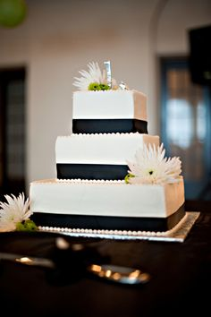 Black  White wedding cake - Photo Source • Summer Jean Photography
