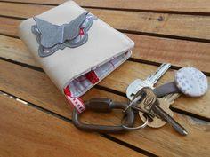Porte-monnaie double avec range ticket/billets & Porte-clés - Modèle original  http://www.alittlemarket.com/porte-monnaie-portefeuilles/fr_porte_monnaie_double_avec_range_ticket_billets_porte_cles_modele_original_-9905699.html