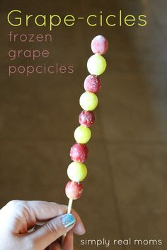 Grape-cicles! Frozen grape popcicles are the perfect healty treat for a hot summer day!