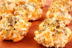 Garlic Cheddar Biscuits by gimmesomeoven: Unbelievably simple to make at home! #Biscuits #Garlic #Cheddar