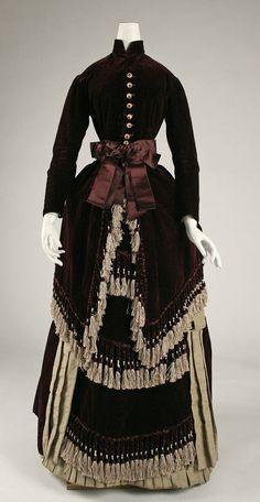27-10-11  1880 dress