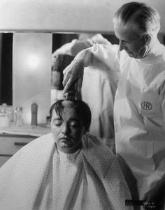 Peter Lorre gets his head shaved for Mad Love