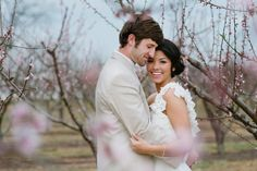 Romance on a Georgia peach farm http://www.ilovefarmweddings.com/2014/04/25/romance-on-a-georgia-peach-farm/