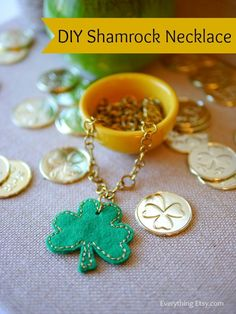 St. Patrick's Day Felt Shamrock Necklace Tutorial {Printable Pattern} - EverythingEtsy.com #diy