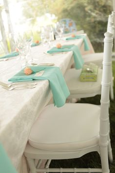 Mint and coral placesetting Photography: Jennifer Cress mint