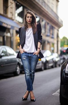 A perfect street style look... You can never go wrong with boyfriend jeans, points, a white tee, and a great blazer.