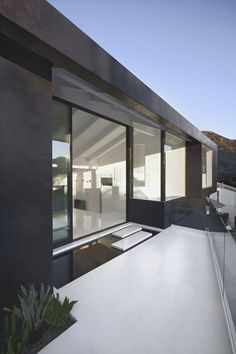 Indoor-outdoor space, the Nakahouse, Hollywood Hills by Xten Architecture _