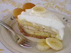 Banana Pudding Pie ..... *GASP* ... one of my favorite desserts from my childhood.... I must make this... some day.... <3