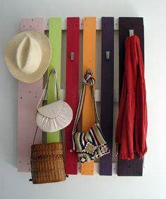 Cómo hacer un perchero con un palé • DIY Rack made with a pallet