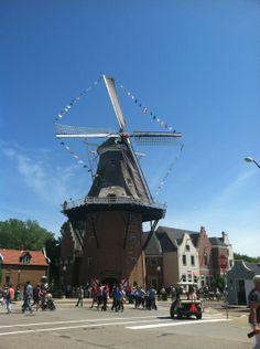 The Vermeer Mill in Pella is the tallest working (koren molen) grain windmill in the United States. The authentic Dutch windmill towers 124' from the street to the tip of the sail.