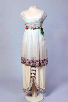 Paul Poiret, 1913. Cream-colored velvet, silk, white silk tulle, silver thread, silver lace, galloon, bugle beads, glass beads, Venetian pearls, flowers from silk fabric. The State Hermitage Museum, St. Petersburg