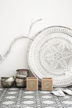 white moroccan and contemporary interior by El Rambla Hambra via marinagiller.com