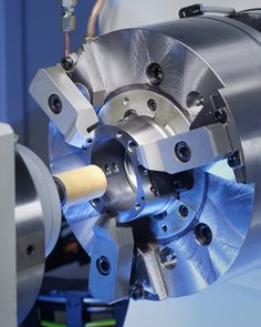The #EMAG SK 204 can be equipped with one, two or more internal -grinding spindles of different sizes. #camshaft #grinder