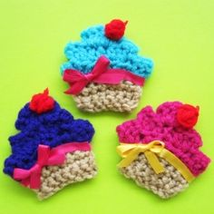 Crochet cupcake appliques. This would be so cute on a hat.