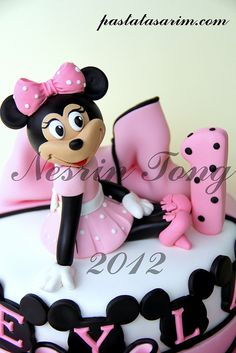 BIRTHDAY MINNIE MOUSE CAKE - Love the Minnie Mouse name layout!