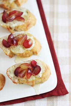 Grape Crostini with Blue Cheese Spread Recipe